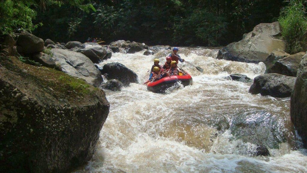 wisata-batu-malang-kaliwatu-rafting