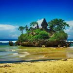 Berkunjung ke Tanah Lot – nya Malang Selatan Yuk di Pantai Balekambang